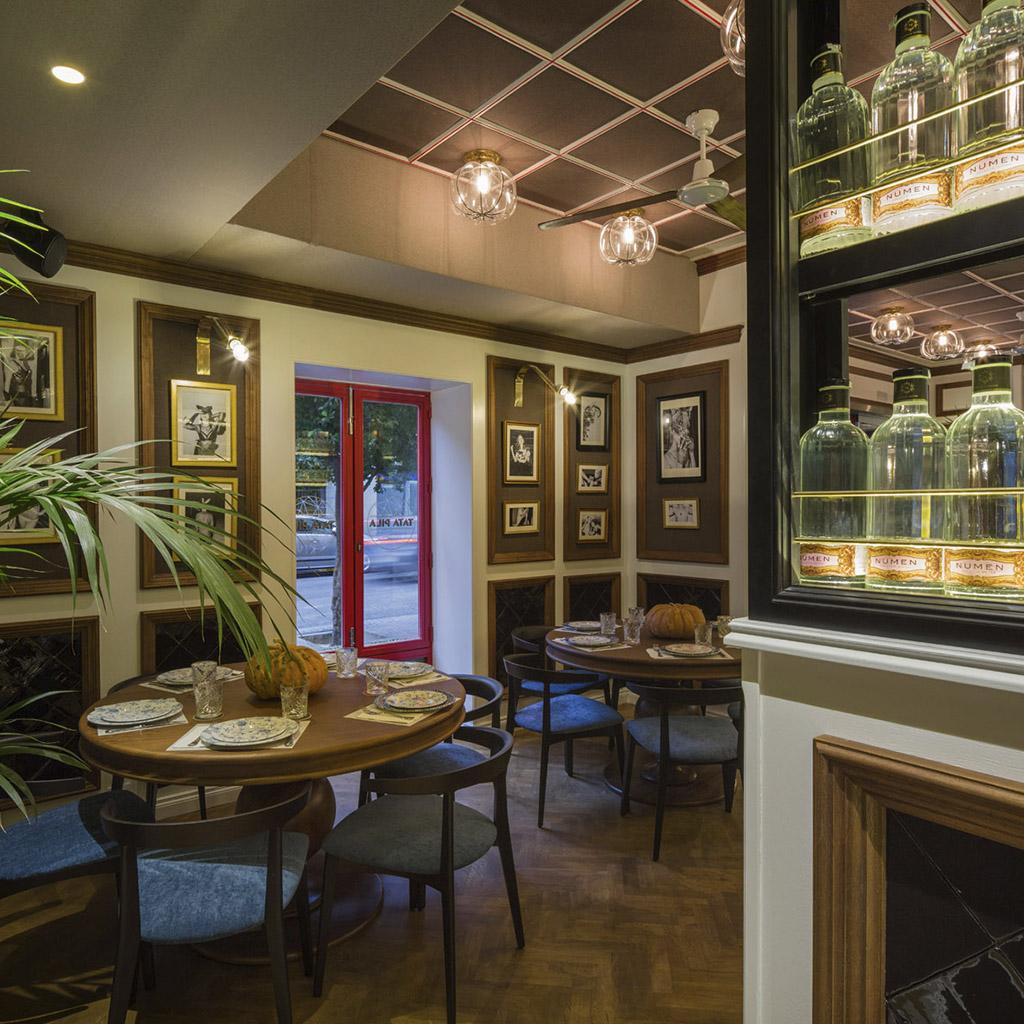 interior arte restaurante Tata Pila